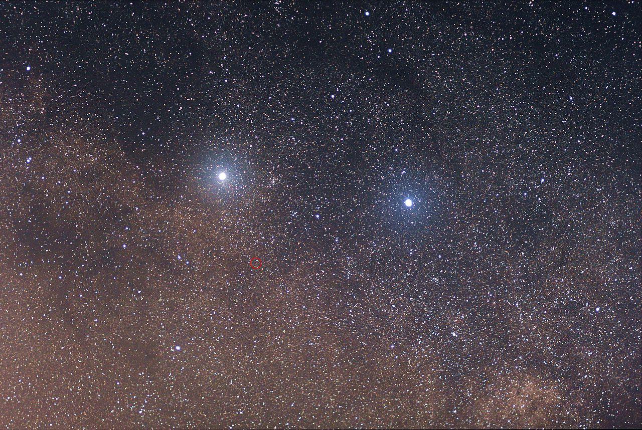 care dintre stele are o vedere slabă)