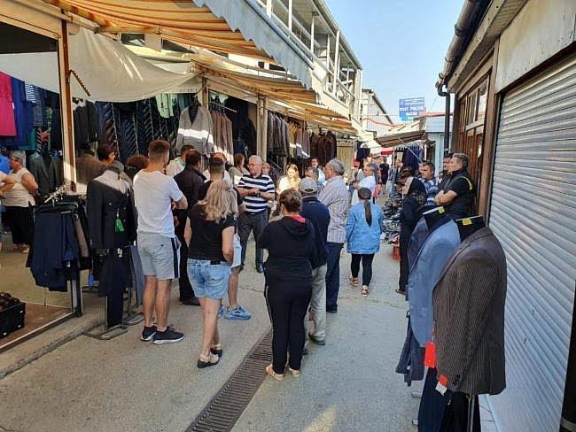 Grand Bazar România sau Călător străin updated - Wikipedia