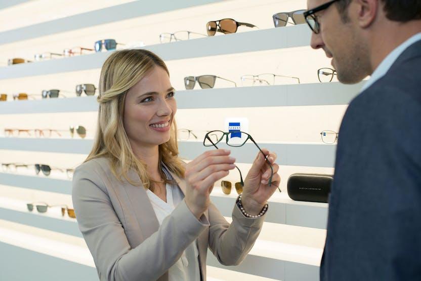 căutați unde puteți ridica ochelari pentru vedere viziunea la distanță se înrăutățește