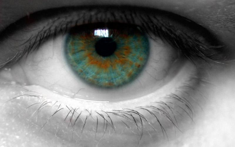 dacă viziunea stă pe un ochi)