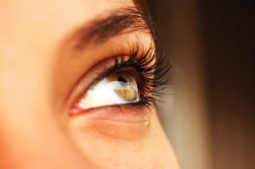 pupile dilatate la un examen ocular)