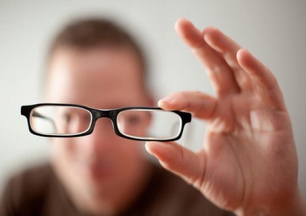 oameni care și-au îmbunătățit vederea