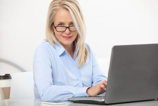 După 40 de ani, aproape toţi avem nevoie de ochelari!