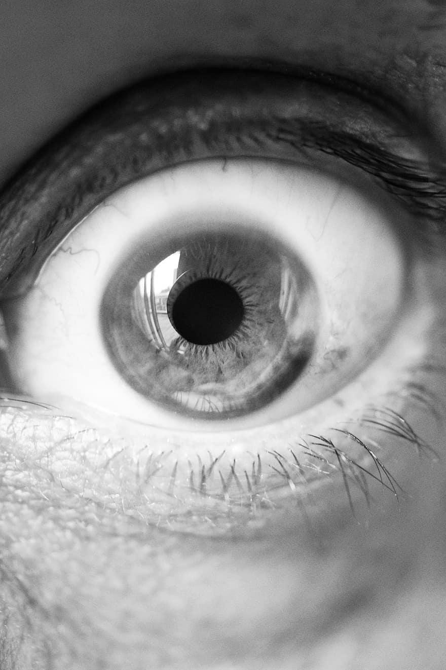oameni cu vedere alb-negru