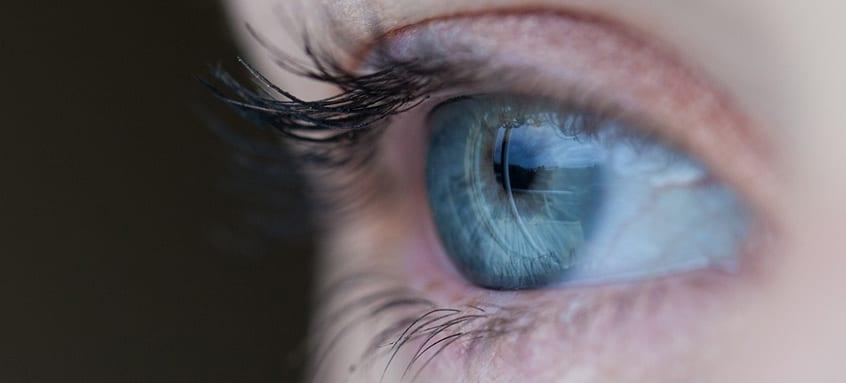 apasă pe ochi și vederea se deteriorează