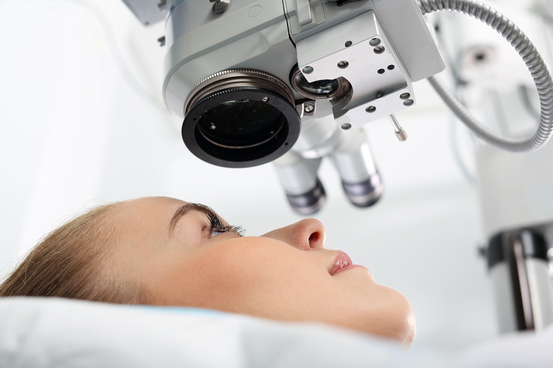 care a făcut operația pentru restabilirea vederii