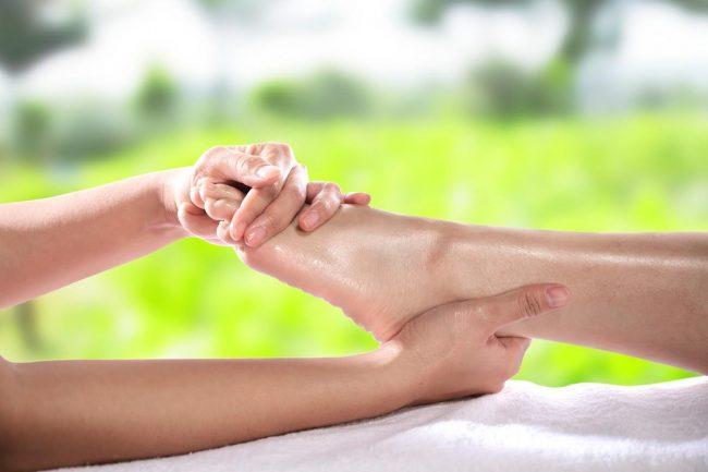 masaj și vedere a picioarelor)