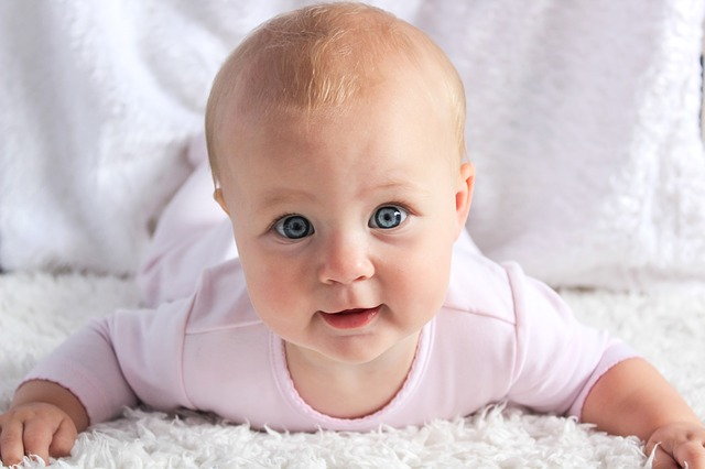 Vederea la bebelusi | Cand vad bebelusii