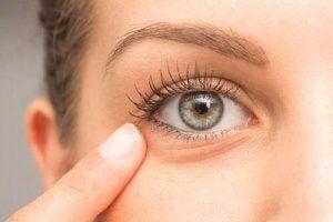 masaj pentru mâini pentru tratamentul ochilor)
