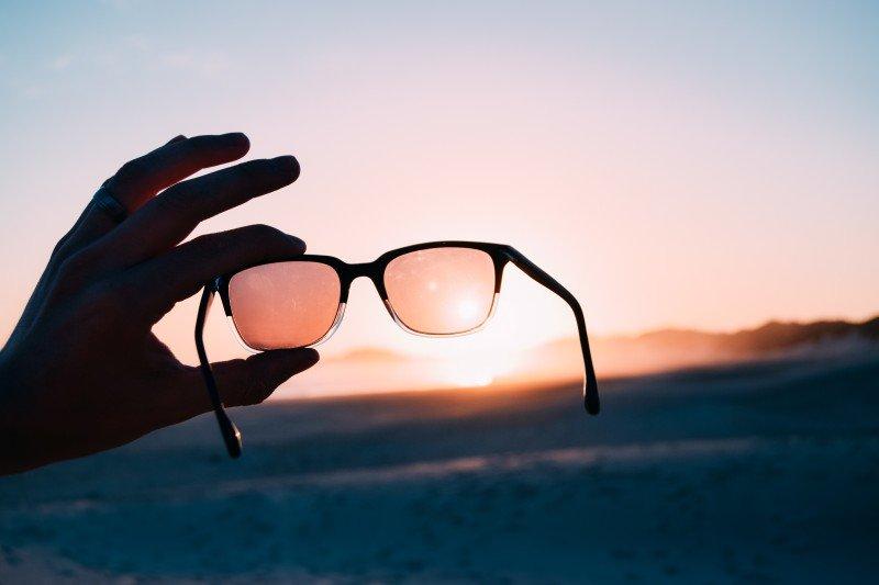 Cum se produc lentilele pentru ochelari?