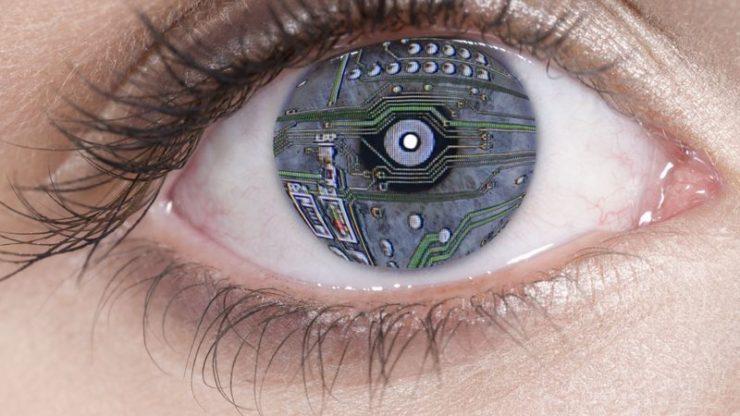 """Ochiul bionic i-a redat vederea după 40 de ani de """"întuneric"""""""