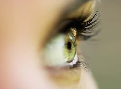 vederea ochiului drept a căzut