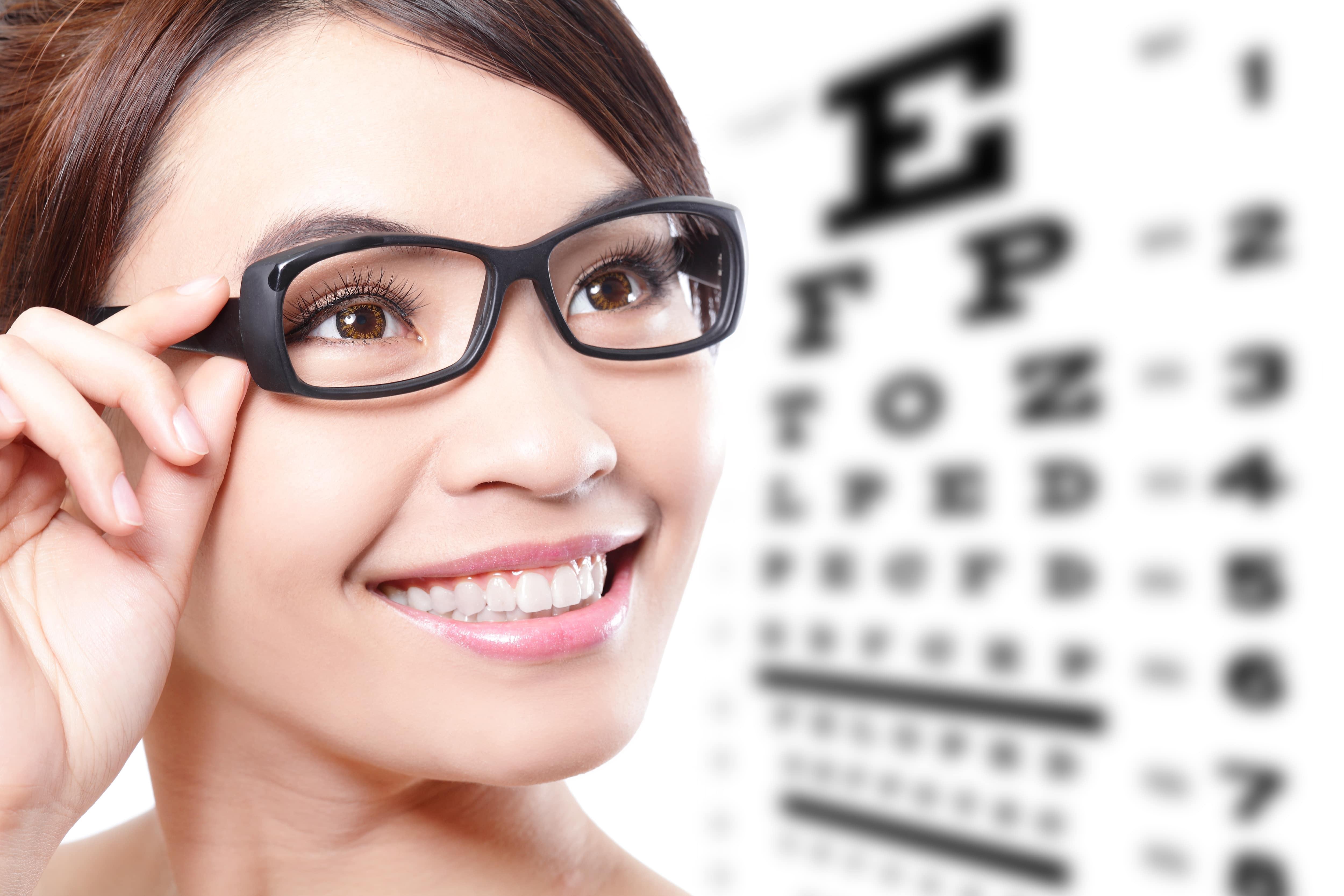 astigmatism o deteriorare accentuată a vederii)