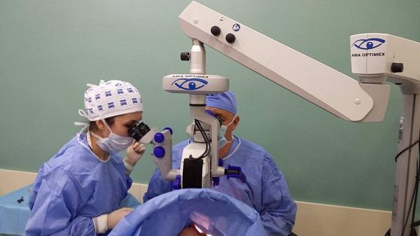 este posibilă restabilirea vederii cu intervenția chirurgicală)