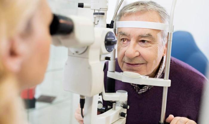 medic oftalmolog)