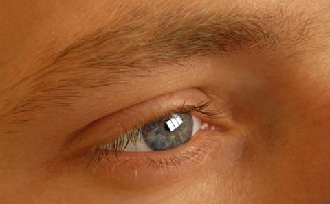dacă vederea este diferită pentru ambii ochi)