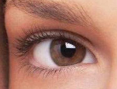 film de oftalmologie albă pe ochi)