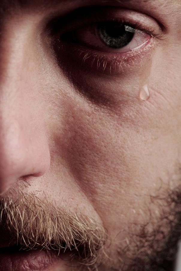 lacrimă și vedere vedere din cauza problemelor gâtului