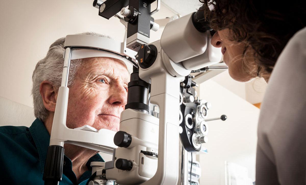 oftalmolog de serviciu)