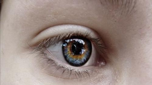 modul în care o hernie afectează vederea asistență pentru vederea slabă