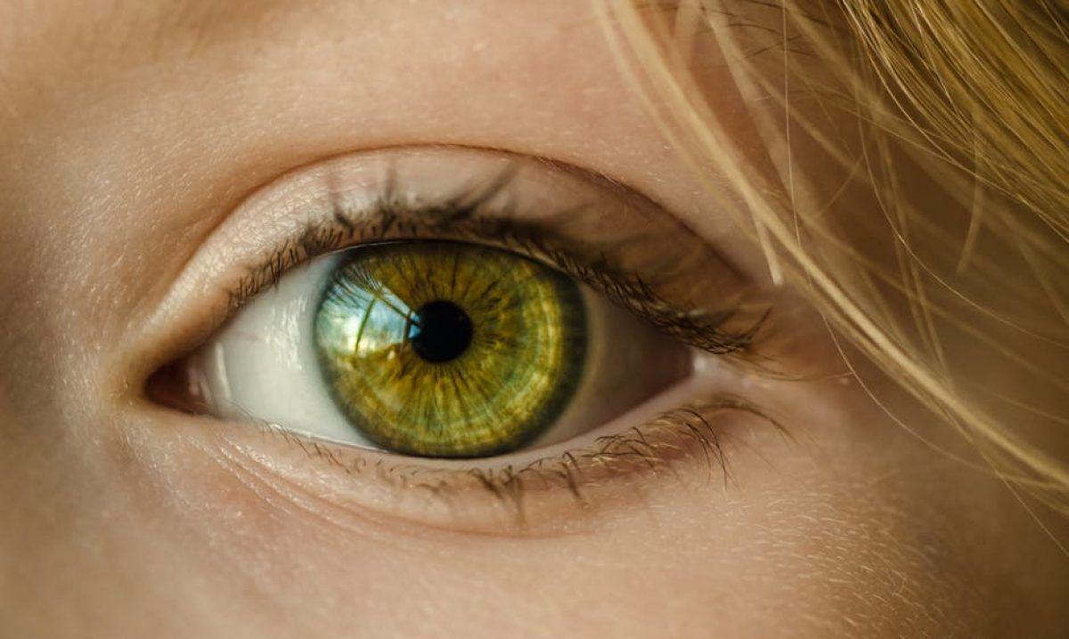 o persoană își pierde brusc vederea