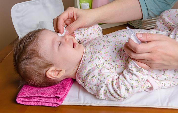 Sugestii pentru un consult oftalmologic plăcut la copilul mic – Clinica Iris