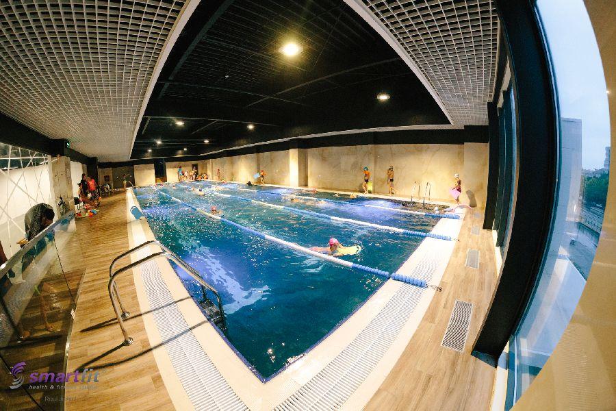 modul în care înotul afectează vederea)