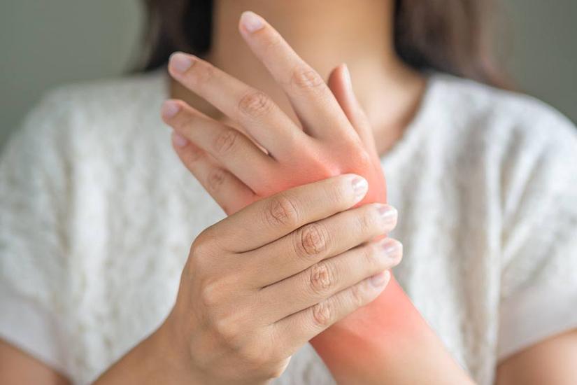 modul în care artrita reumatoidă afectează vederea