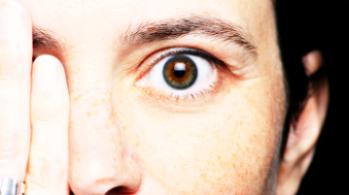 vedere deteriorată la ochiul stâng)